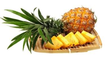 Kobieta przez rok piła sok z ananasów. Efekty eksperymentu są zdumiewające!