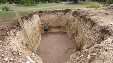 Mężczyzna wykopał ogromny dół na podwórku, co z tego powstało jest niesamowite!