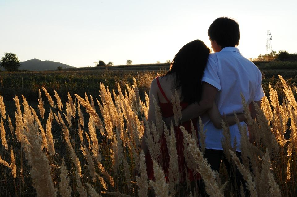 couple-1343944_960_720