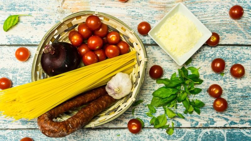 0038 jednogarnkowe spaghetti 900x600 składniki
