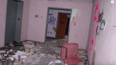 Fotograf robił zdjęcia w opuszczonym szpitalu, gdy nagle usłyszał przerażający pisk i płacz... Do kogo należał?