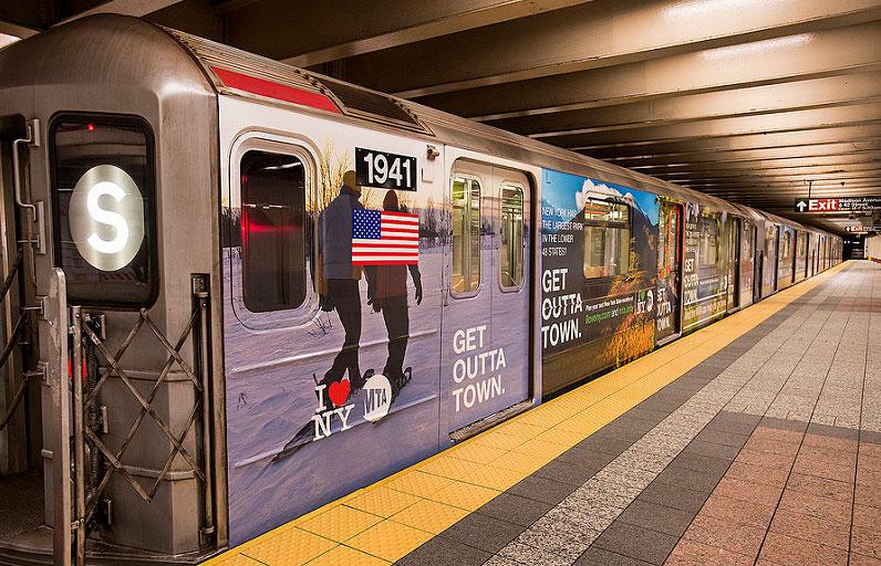 dog-in-new-york-subway-aa
