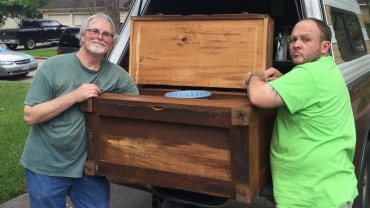 Za grosze kupił zakurzoną komodę, okazało się, że stary mebel ma ukryta szufladę pełną…