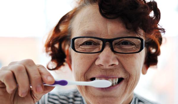 8 domowych sposobów naszych babć na różne dolegliwości. Gdyby wszyscy je znali, żyłoby się nam o wiele lepiej (i zdrowiej)