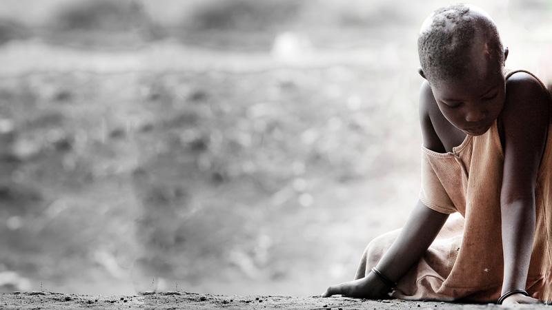 Ten 8-latek zamienia się w kamień! Ból i strach uniemożliwiają mu normalne życie