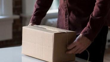 Po śmierci ojca chłopczyk otrzymał od pielęgniarki pudełko po butach. Gdy je otworzył, zrozumiał wszystko!
