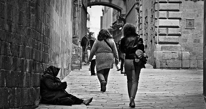 Spektakularna metamorfoza hiszpańskiego bezdomnego! Mężczyzna spędził na ulicy 25 lat, ale nowy wygląd dał mu szansę na odmianę losu