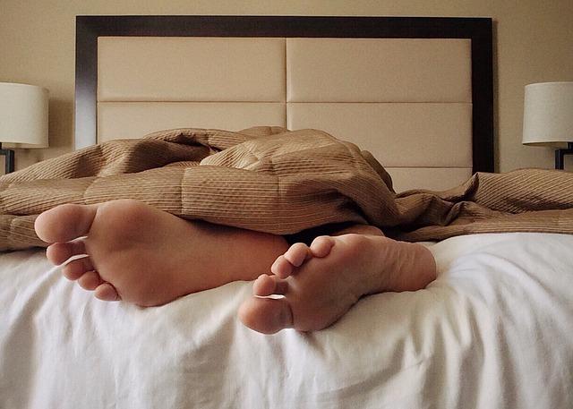 Masz problemy z zasypianiem? Pomoże ci coś, co na pewno masz w lodówce