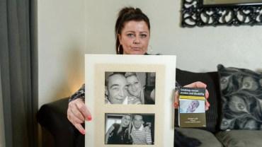 Kiedy leżał na intensywnej terapii, ktoś znienacka zrobił mu upokarzające zdjęcie. Po latach od jego śmierci przerażona córka odkrywa, że wizerunek ojca umieszczono na paczkach papierosów!