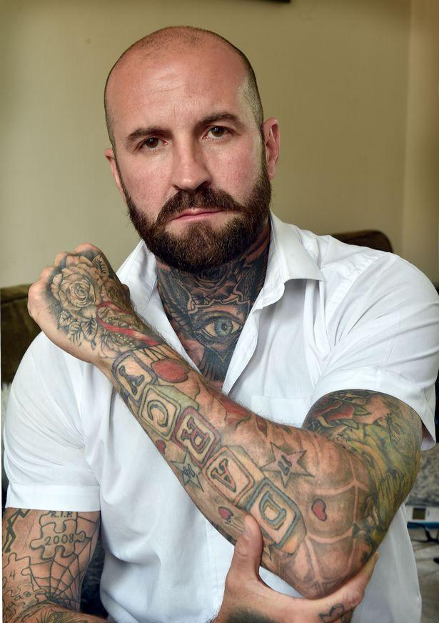 Kiedy robił sobie tatuaż z imieniem ukochanej córeczki, nie myślał, że wkrótce patrząc na niego, będzie czuł przeszywający ból...