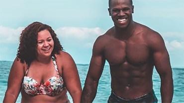 Żona pozuje do zdjęcia z wysportowanym mężem. Gdy zobaczysz jej brzuch, zrozumiesz, dlaczego wywołało takie zamieszanie