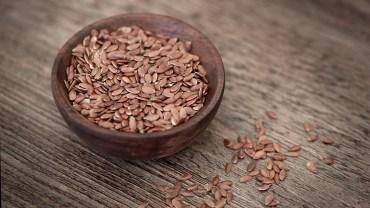 Siemię lniane – super zdrowe nasiona, które wpłyną korzystnie na cały twój organizm. Zobacz, co możesz zyskać, gdy po nie sięgniesz