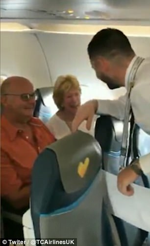 The pilot left the cockpit before the flight to announce to passengers something that brought tears to many of their eyes. 5