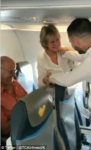 The pilot left the cockpit before the flight to announce to passengers something that brought tears to many of their eyes. 6
