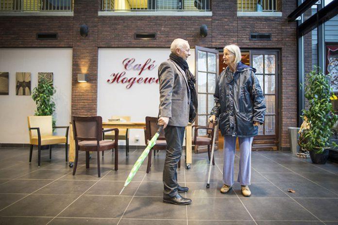 Hoogeveen to najbardziej nietypowa miejscowość w Europie, ponieważ wszyscy jej mieszkańcy mają identyczny problem - cierpią na demencję