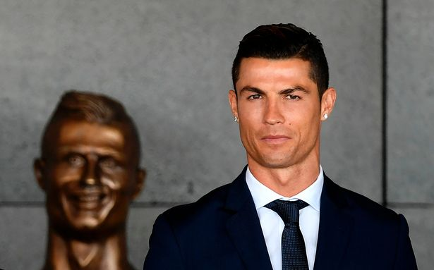 The famous bust of Ronaldo was replaced. Now people think that it is too handsome! 4