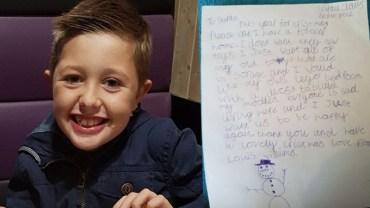 """""""Mikołaju, w tym roku proszę o dom na zawsze""""- napisał 9-latek w liście do świętego. Wiadomość odebrała mowę jego mamie"""