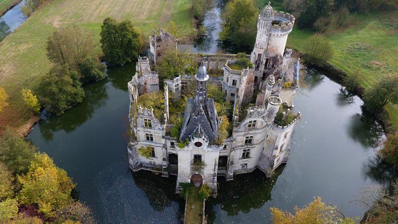 Ponad 9 tys. osób poskładało się i wspólnie kupiło ten francuski zamek. Przyświecał im 1 bardzo szczytny cel