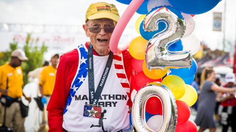 Larry ma 72-lata i 2000 maratonów w nogach. Dziś bieganie to jego życie, choć zaczął to robić z bardzo głupiego powodu