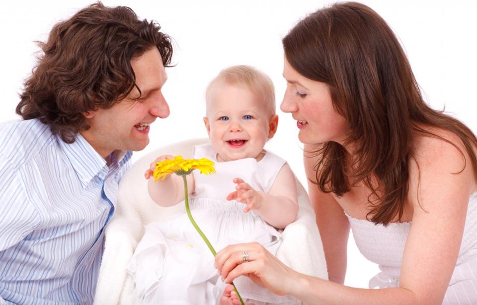 Co powinna najpierw zrobić matka: przewinąć czy nakarmić noworodka? Ta zagadka podzieliła wielu internautów!