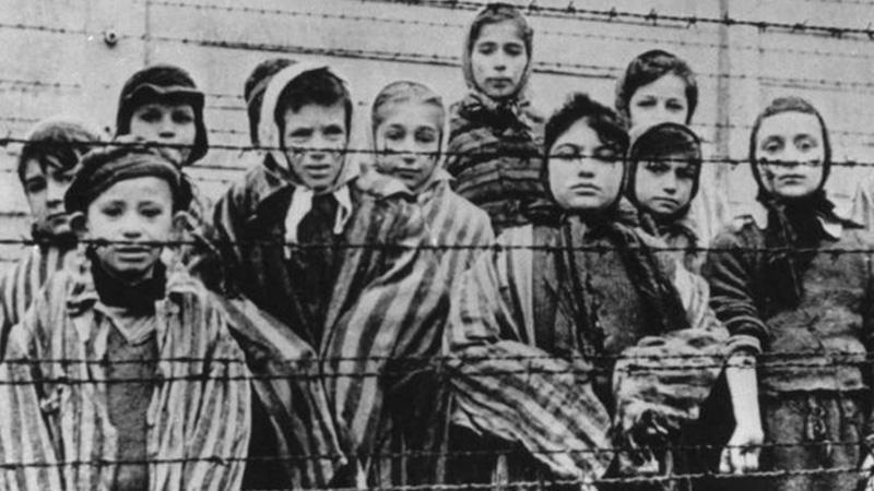 Tatuażysta z Auschwitz wyrył na więźniach setki tysięcy liczb, ale tylko jedną zapamiętał na zawsze - 34902