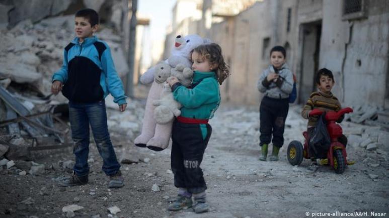 Fotograf poprosił tę iracką dziewczynkę o uśmiech. Oto co otrzymał! Serce pęka...