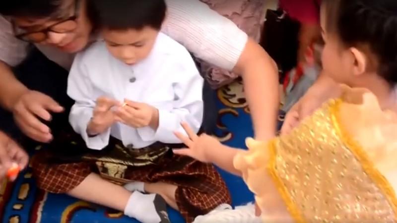 Rodzice wyprawili ślub swym pięcioletnim bliźniakom. Są święcie przekonani, że dzieci były parą w poprzednim życiu