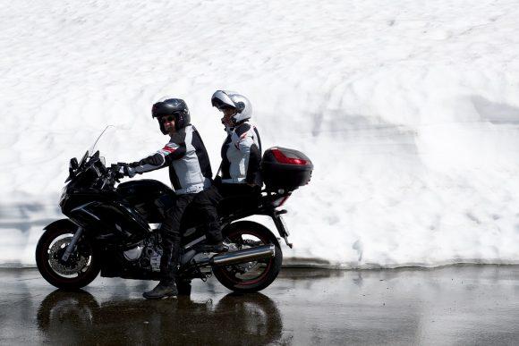 moto équipements 1519081997 580x387 - Finis les bouchons à Paris avec le taxi moto !