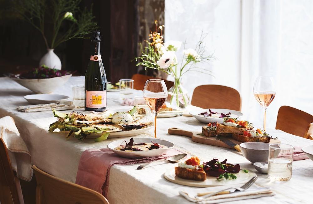 Veuve Clicquot Rosé, le vin idéal pour partager de délicieux mets aux notes estivales