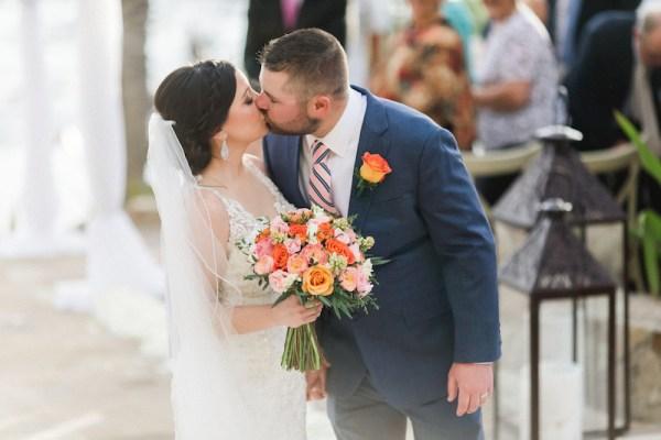 Baiser de cérémonie des mariés