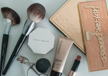 WHAT'S IN MY MAKEUP BAG? INCREDIBLE PRODUCTS YOU'LL LOVE!
