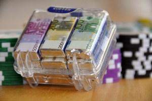 Wie lange dauert Geldüberweisung aus der Schweiz nach Deutschland im Test