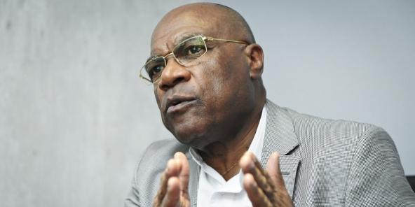 Léonard She Okitundu, vice-Premier ministre et ministre congolais des Affaires étrangères.