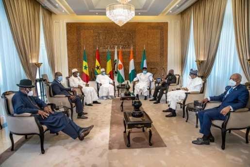 Les présidents ouest-africains réunis autour de Ibrahim Boubacar Keïta, le 23 juillet 2020 à Bamako.