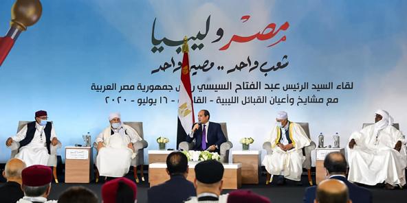 Le président égyptien Abdel Fattah al-Sissi lors de sa rencontre avec les leaders de tribus libyennes, le 16 juillet 2020, au Caire.