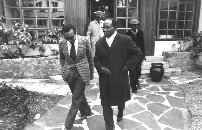 Béchir Ben Yahmed et Leopold Sedar Senghor, au siège de Jeune Afrique en janvier 1979.