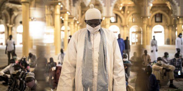 Un fidèle dans la mosquée Massalikoul Djinaane, à Dakar en 2019.