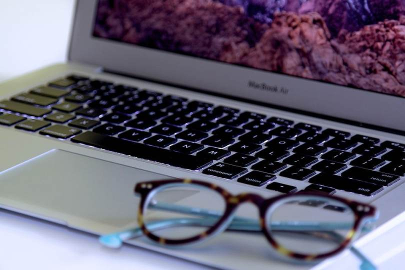 2f4dbe1eb4c39 Nos conseils pour choisir vos lunettes écran ordinateur - Jeune Jolie