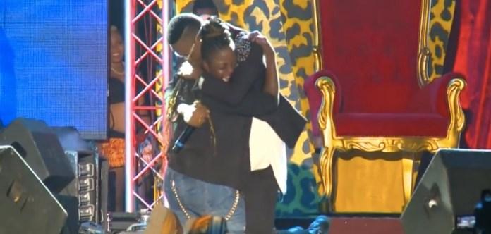 serge-beynaud-en-pleurs-concert-abidjan-jewanda