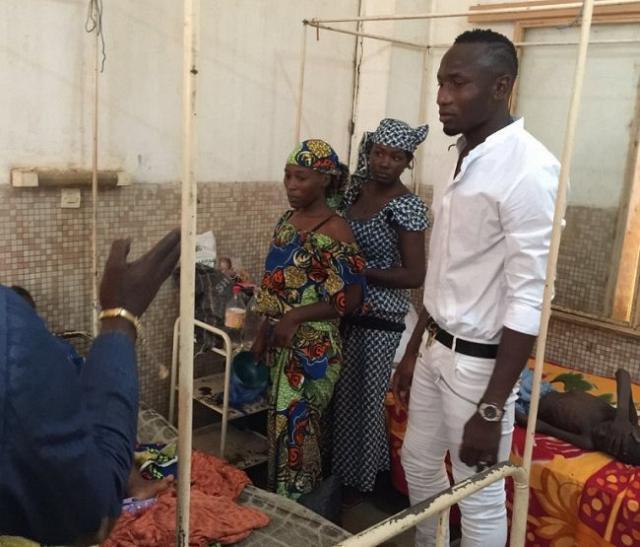 Jacques-zoua-fait-un-don-important-dans-un-hopital-a-garoua-jewanda-4