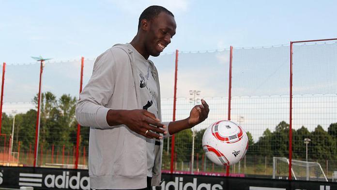 Der schnellste Mann der Welt ... Weltrekordler Weltmeister Usain Bolt Usain Bolt beim FC Bayern Munchen zu Besuch (Photo by sampics/Corbis via Getty Images)