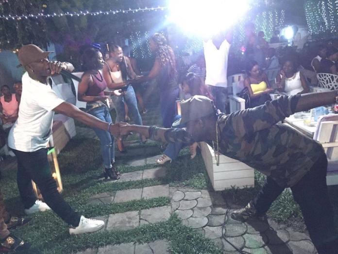 dos-courbe-challenge-envahit-afrique-cameroun-en-haut-jewanda-21
