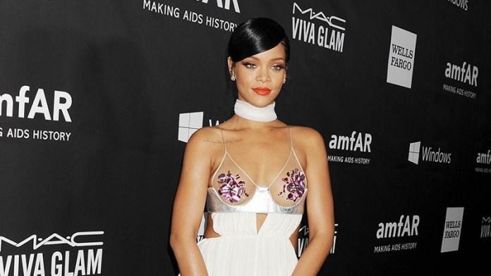 Rihanna Devoile Son Premier Livre Mais Les Fans Ne Sont