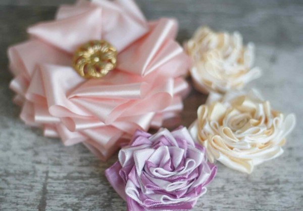 Learn to make no sew fabric flowers for headbands, hair clips, and bouquets | Anna Sophia