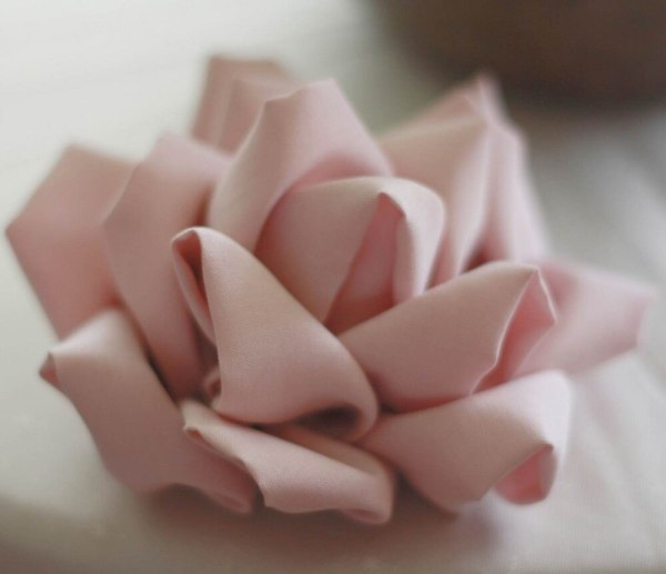 How to make a beautiful fabric flower with the Mayumi RoseTutorial