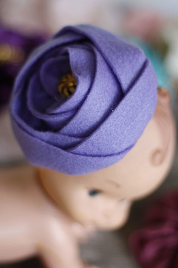 How to make fabric felt roses for baby hair clips and headbands tutorial | Sinta Rose