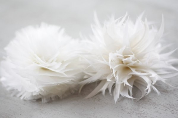 create flowers from feathers for wedding bridal bouquets with the carnation and spider mum feather flower tutorials