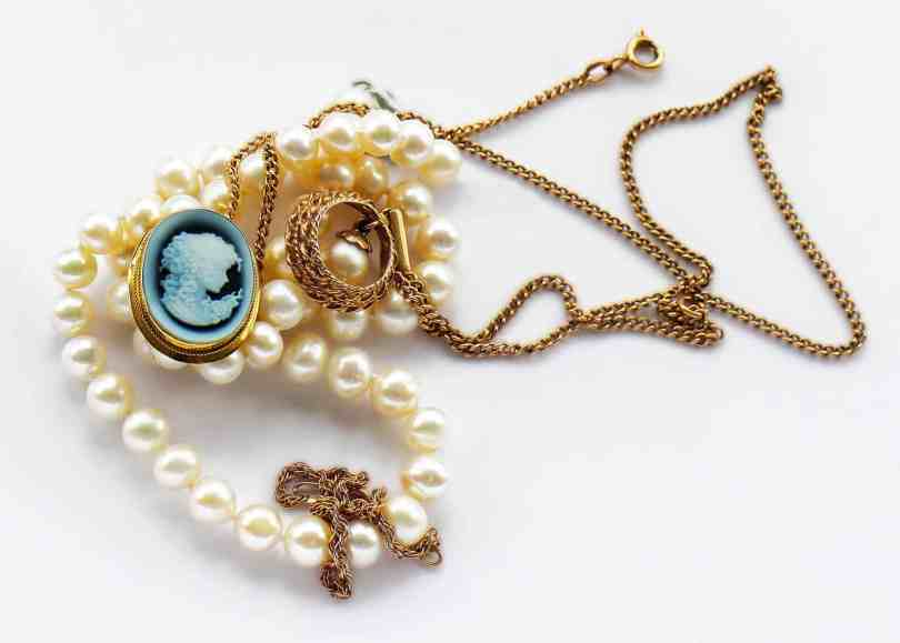Cameo jewelry all you need to know jewelry guide anything vintage or antique and vintage designs are seeing a resurgence in popularity as people look to the fashions of a simpler time cameo jewelry aloadofball Choice Image