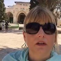 Waqf Expels Popular Blogger 'Jerusalem Jane' From Temple Mount