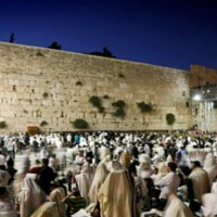 Tisha B'Av at Jerusalem's Western Wall: Thousands of Jews Sing 'I Believe'